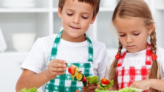 Enfants qui cuisine
