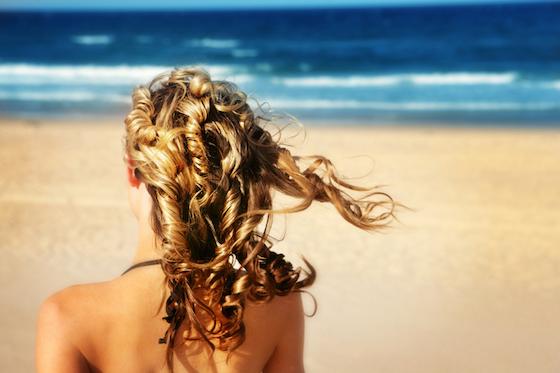 Prendre soin de ses cheveux au soleil