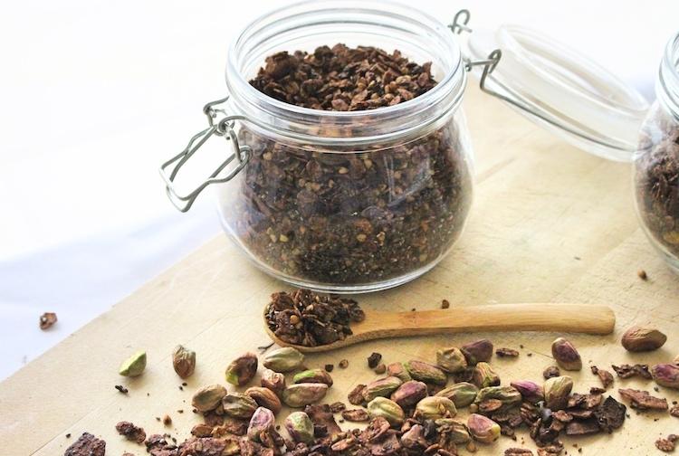 Petit déjeuner sain et fait maison :  Granola Chocolat et Pistache