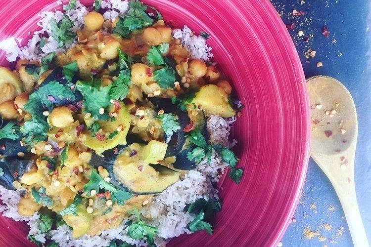 Curry d'aubergine et riz de chou-fleur
